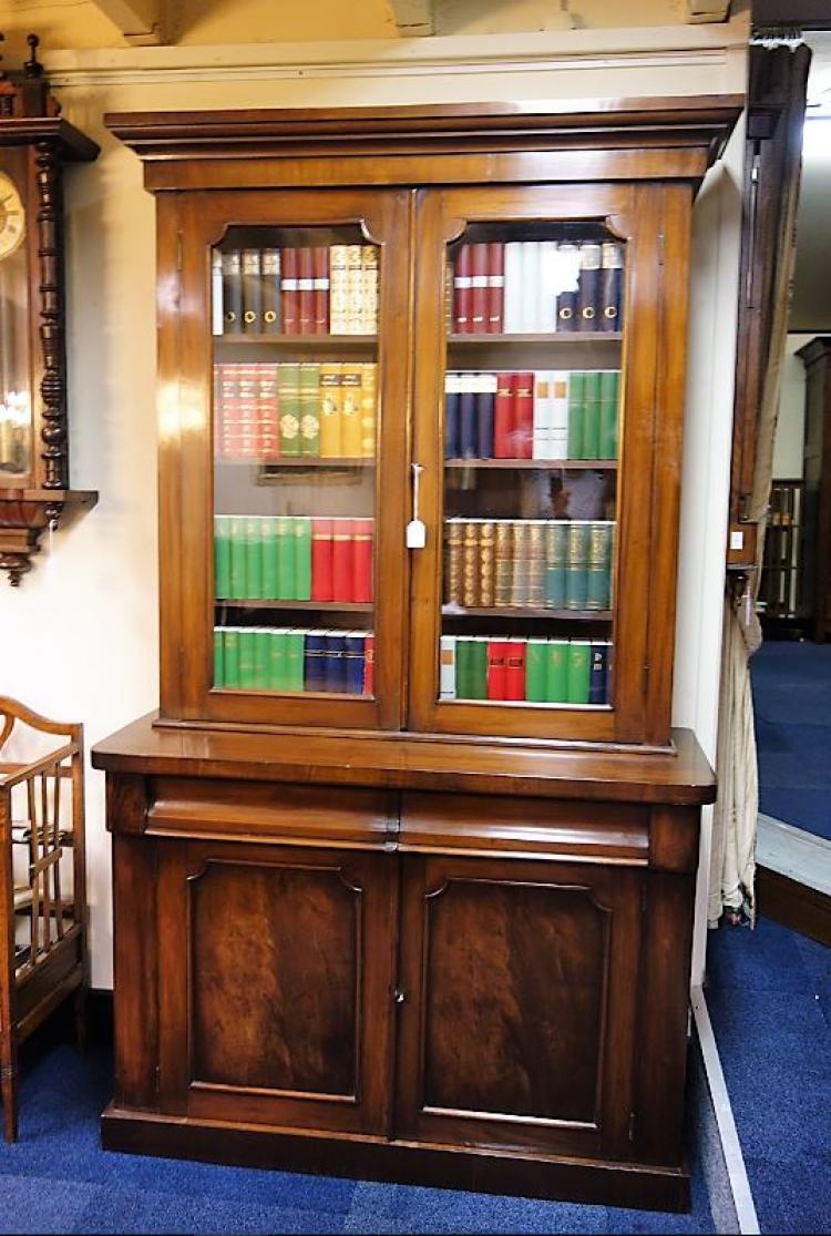 antiek engelse boekenkast