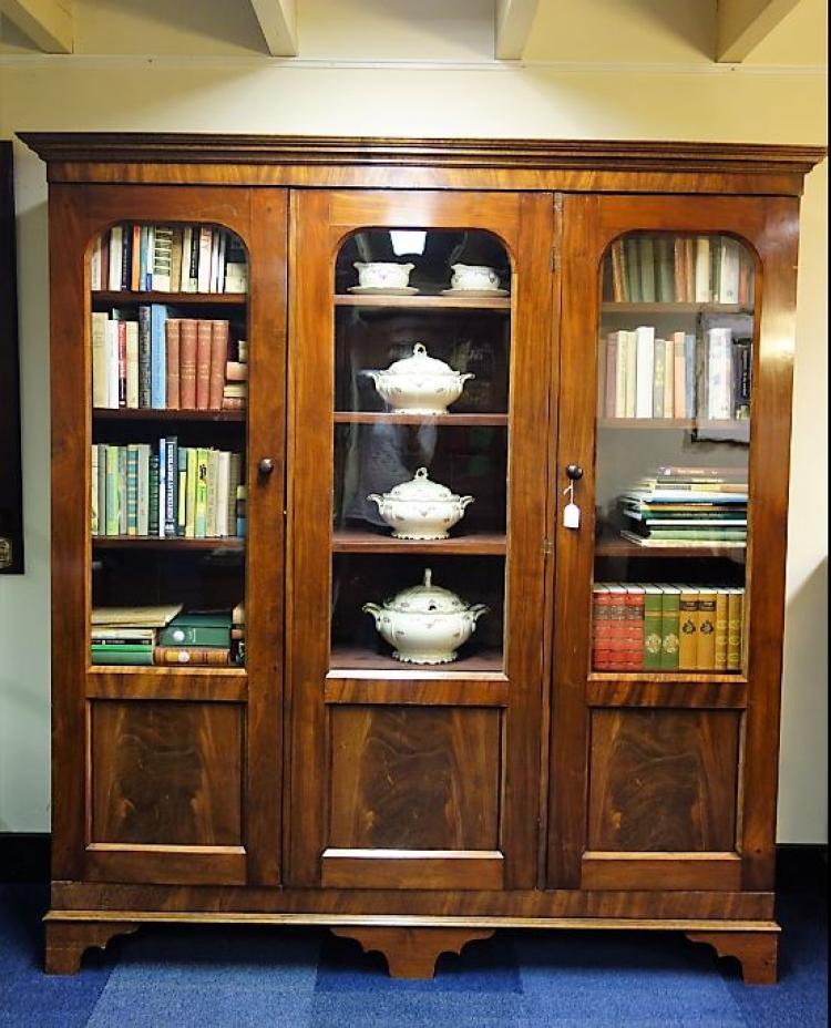 antieke engelse boekenkast