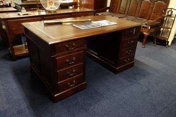 Groot Antiek Bureau.Antiek Bureau Groot Collectie Uit 1800 1880 Heineman